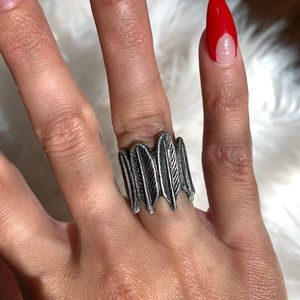 House of Harlow Feather Ring